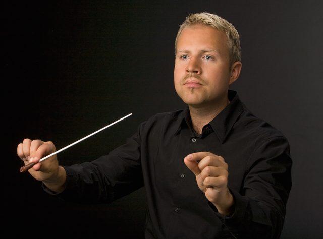 TJO:n Woody Herman -konsertin kapellimestari on Antti Rissanen. (Kuva: Teemu Salminen)