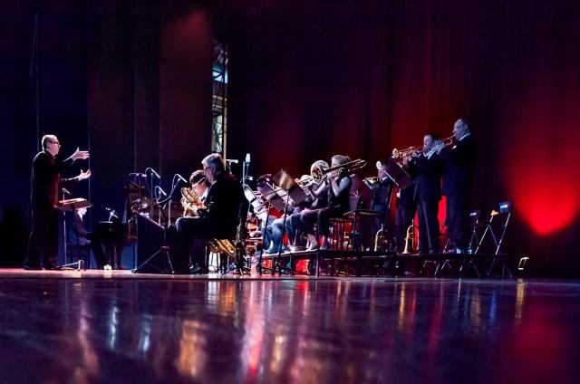 Turku Jazz Orchestra & Vellu Halkosalmi. Kuva: Olli Sulin