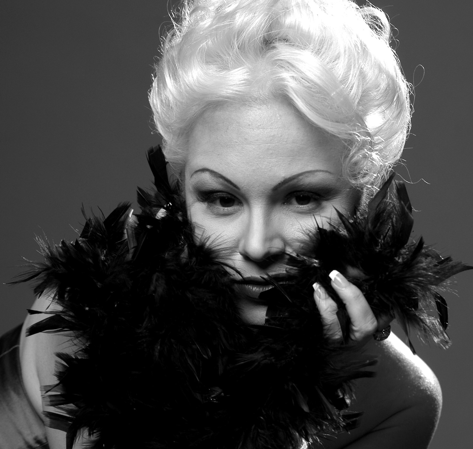 Afro-Cuban Nightin solistiksi saapuu Pauliina May (Kuva: Leena Saarela).