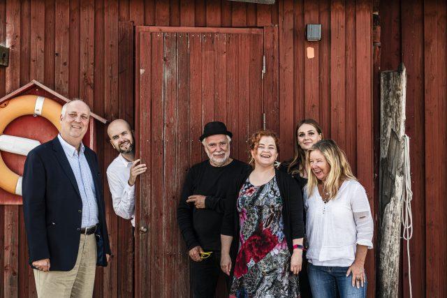 Archipelago Sea Jazzin tuotantotiimi. Antti Sarpila (Baltic Jazz), Jussi Fredriksson (Jazz City Turku), Bosse Mellberg (Korpo Sea Jazz), Sanna Vartiainen (Jazz City Turku), Alexandra Lönnström (Baltic Jazz) ja Minna Kattelus (Korpo Sea Jazz). Kuva: Lennart Holmberg.