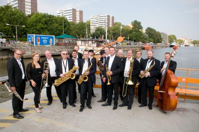 Turku Jazz Orchestra esiintyy Vanhalla Suurtorilla 15.9. klo 14.  Kuva: Pia Jalkanen
